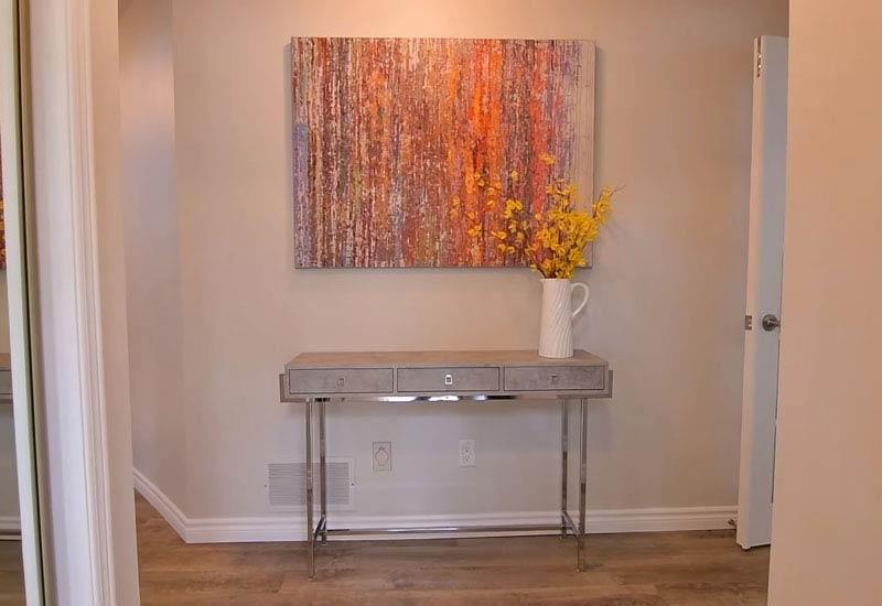 столик и картина 6_1
