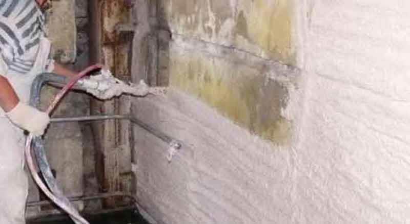Нанесение машинной штукатурки на стены